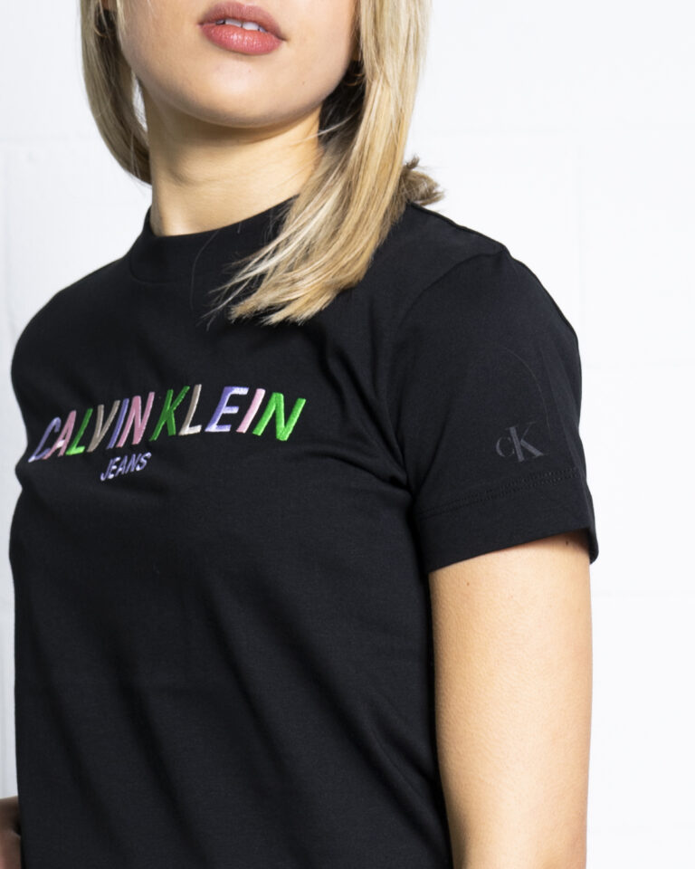 T-shirt Calvin Klein Jeans MULTICOLORED LOGO Nero - Foto 4