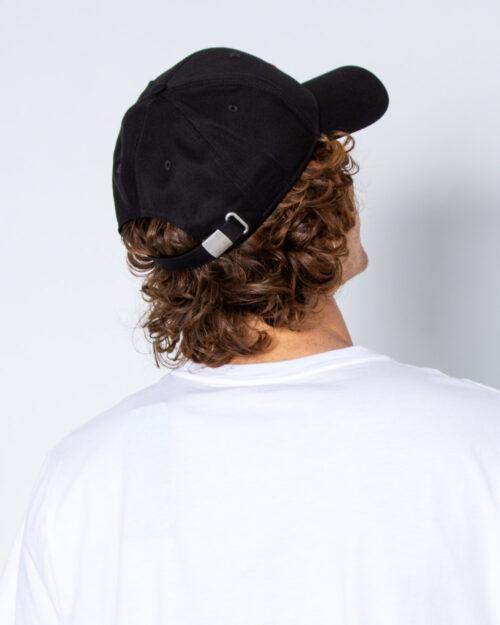 Cappello con visiera Fila 6 Panel Cap leniar logo Strap Back Nero – 40558