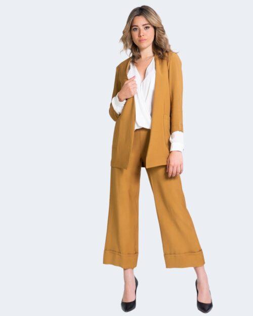 Pantaloni da completo Akè AIDI CORTO Beige scuro – 69376