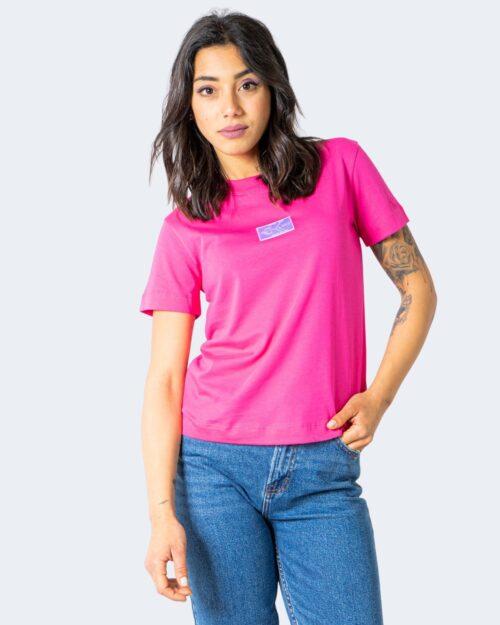 T-shirt Calvin Klein Jeans SHINE BADGE Rosa - Foto 1