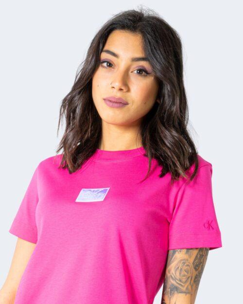 T-shirt Calvin Klein SHINE BADGE Rosa – 64600