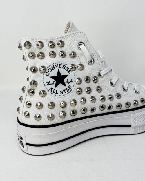 Sneakers Converse PLATFORM PERSONALIZZATA ALTA CON BORCHIE Bianco - Foto 3