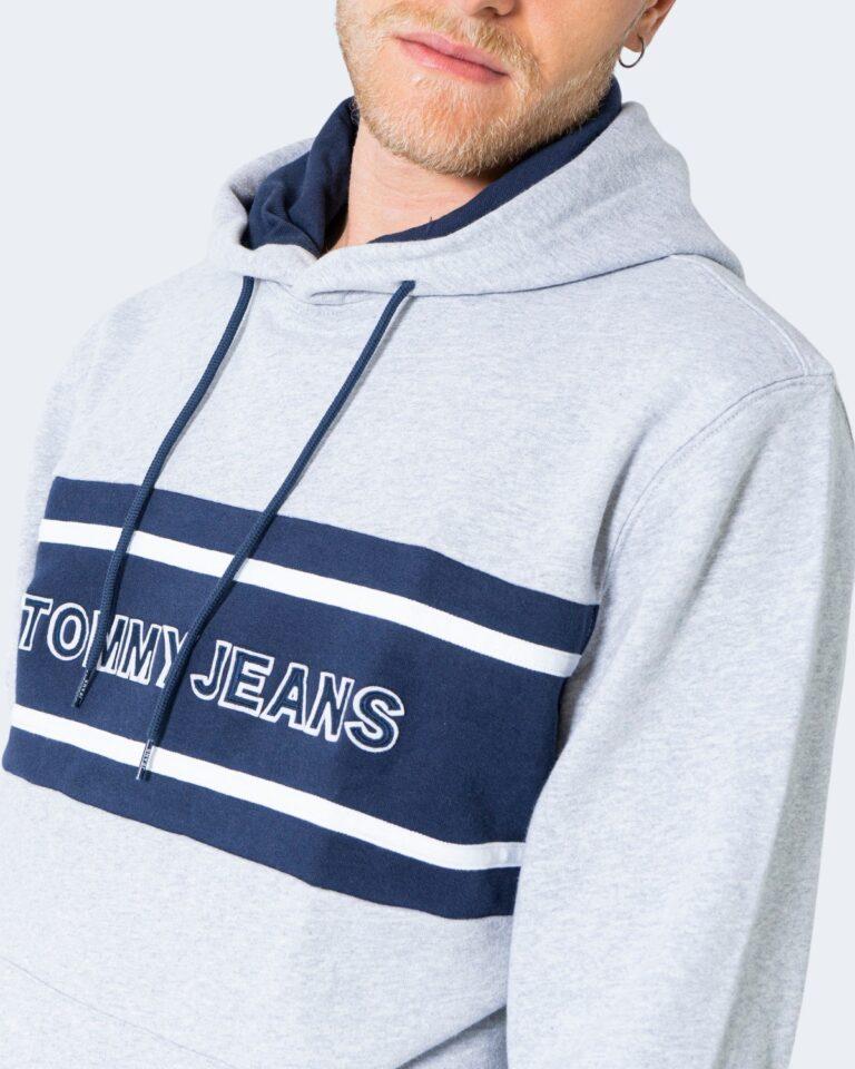 Felpa con cappuccio Tommy Hilfiger Jeans TJM PIECED BAND LOGO DM0DM09651 Grigio Chiaro - Foto 4
