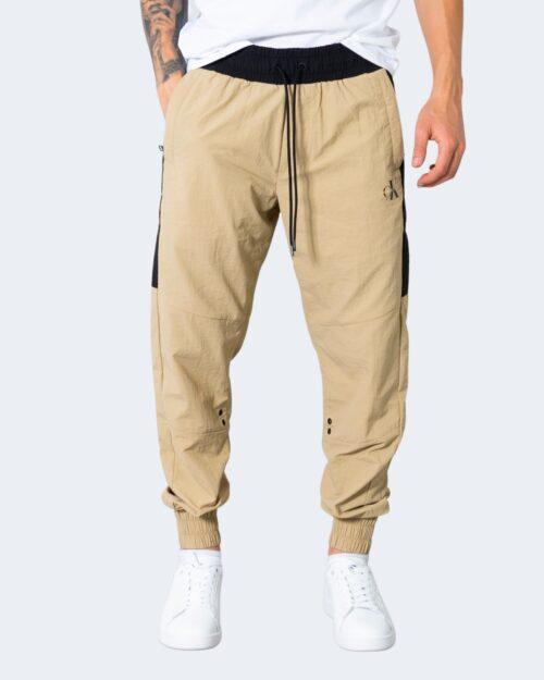 Pantaloni con cavallo basso Calvin Klein COLOR BLOCK Beige scuro – 72091