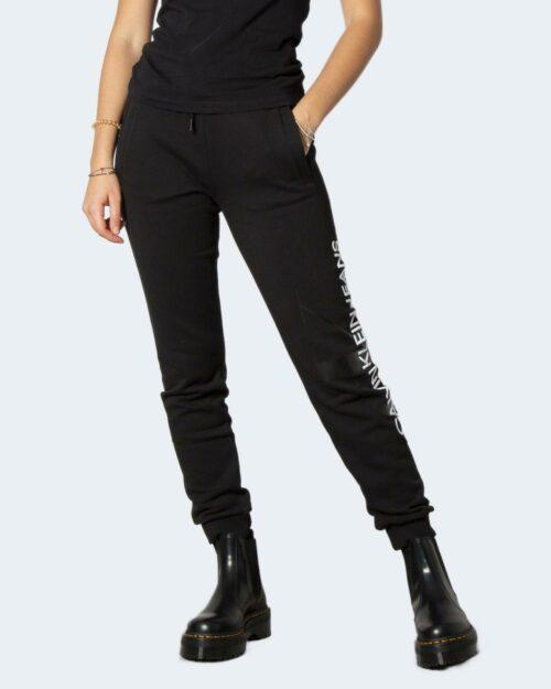 Pantaloni sportivi Calvin Klein VERTICAL MONOGRAM JO J20J216582 Nero – 71937